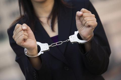 Συνελήφθη 24χρονη για χρέη 1.894.890,95 ευρώ