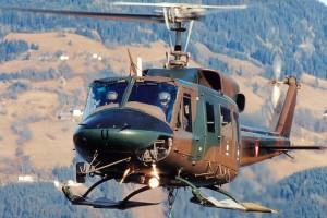 Ο αρχηγός ΓΕΣ μετατρέπει ελικόπτερο σε «ιπτάμενο ασθενοφόρο»