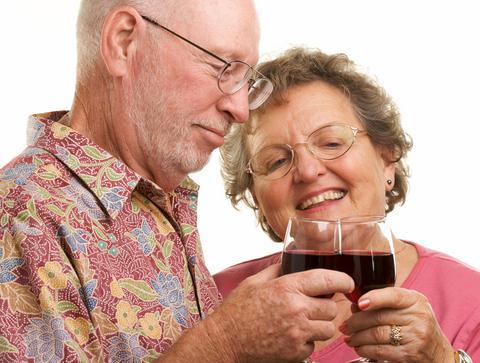 Το πολύ αλκοόλ στους ηλικιωμένους οδηγεί σε πρόωρη απώλεια μνήμης