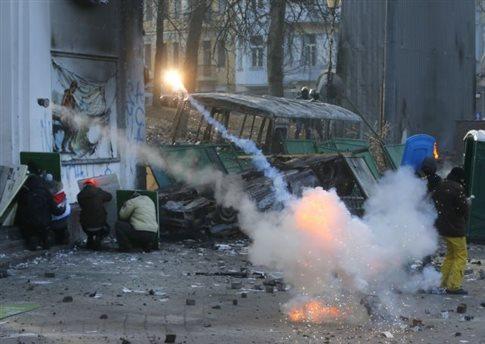 Τη βία στην Ουκρανία καταγγέλλουν οι υπουργοί Εξωτερικών της ΕΕ