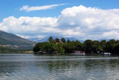 Λίμνη Ιωαννίνων: ρύπανση και συμφέροντα σκοτώνουν την Παμβώτιδα