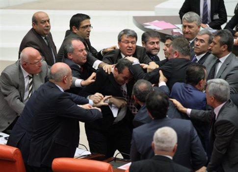 Άλλη μία ημέρα ξύλου στην τουρκική Εθνοσυνέλευση