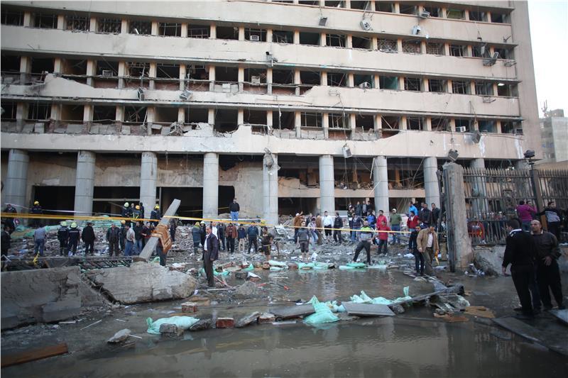 Τρεις αιματηρές εκρήξεις σε διαφορετικά σημεία συγκλονίζουν το Κάιρο