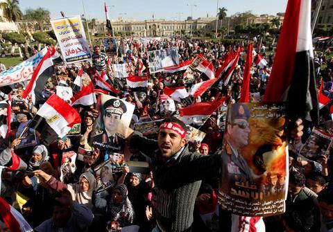 Αίγυπτος: Διαδηλώσεις και αναταραχές στην επέτειο της ανατροπής του Μουμπάρακ