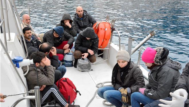 Πόλεμος ανακοινώσεων ΣΥΡΙΖΑ- κυβέρνησης για το μεταναστευτικό