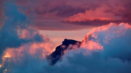 """Το χρώμα στα σύννεφα """"σημάδι"""" για σεισμό;"""