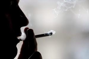 Αντικαπνιστικός νόμος με καταγγελίες online