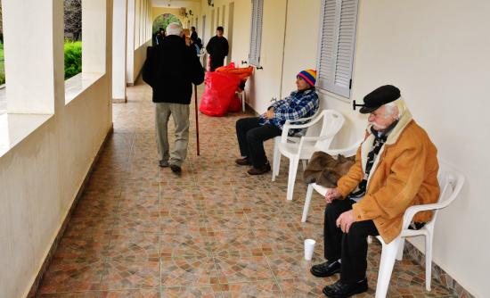 Γηροκομείο Κεφαλονιάς: Τους έσωσαν από το σεισμό, τους καταδίκασαν στο κρύο (Βίντεο)