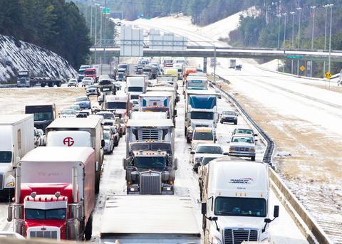 Χάος και έξι νεκροί από χιονοθύελλα στον αμερικανικό νότο