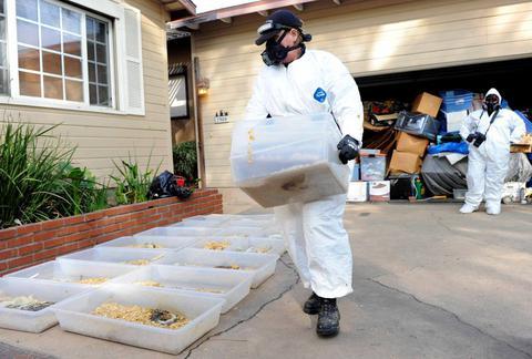ΗΠΑ: Δάσκαλος ζούσε παρέα με εκατοντάδες πύθωνες σε πλαστικά δοχεία