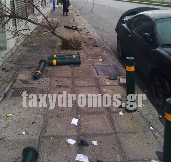 Τροχαίο ατύχημα στη Λαρίσης με θύματα 14… κολωνάκια