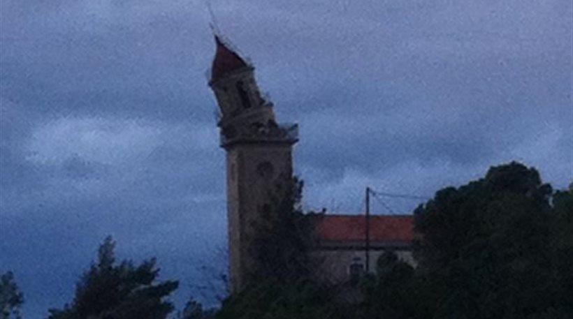Κεφαλονιά: Ο σεισμός μετέτρεψε το καμπαναριό στα Κουρουκλάτα σε «Πύργο της Πίζας»