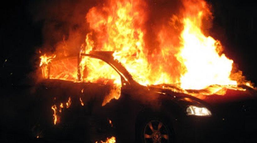 Τρίκαλα: Παρανάλωμα του πυρός αυτοκίνητο αστυνομικού