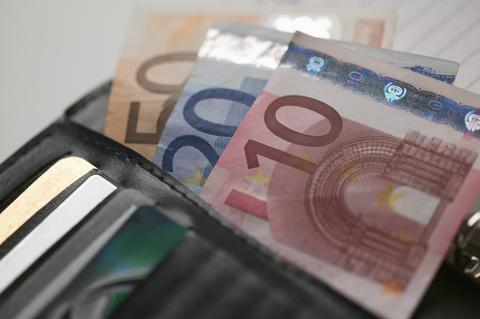 Τρίκαλα: Προσποιήθηκαν τους λογιστές και πήραν 4.200 ευρώ από 82χρονη