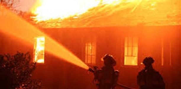 Τρίκαλα: Μεγάλη πυρκαγιά κατάστρεψε εργοστάσιο ξυλείας στην Οιχαλία