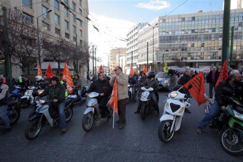Κατά της διαθεσιμότητας διαδήλωσαν σχολικοί φύλακες και καθηγητές