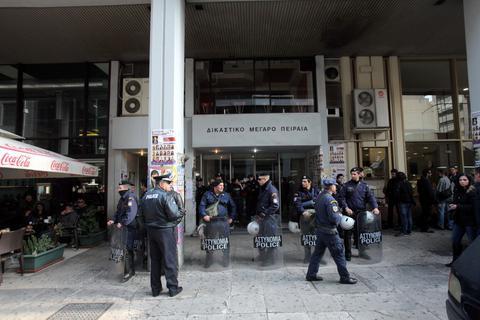 Ελεύθεροι οι 4 συλληφθέντες για το λαθρεμπόριο καυσίμων
