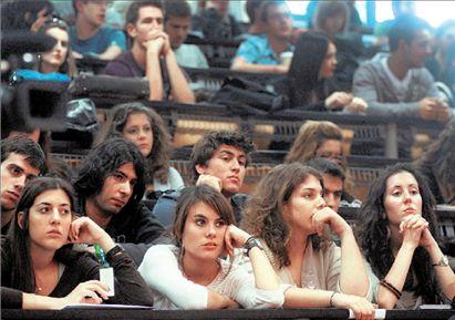 Εδιωξαν φοιτητές από αμφιθέατρο λόγω έλλειψης θέσεων