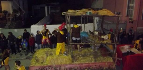 Μηνύσεις για τον βασανισμό κοτόπουλων στο Τυρναβίτικο Καρναβάλι