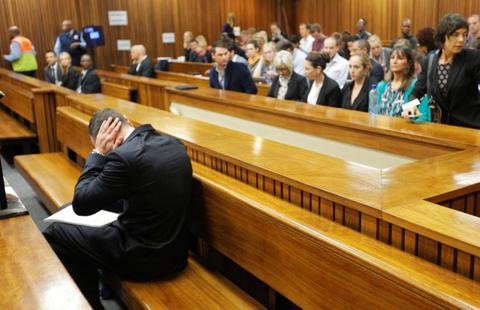 «Κατέρρευσε» σήμερα στο δικαστήριο ο Οσκαρ Πιστόριους