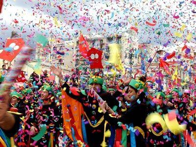 Ανακοπή καρδιάς από υπερβολική μέθη στο καρναβάλι της Πάτρας