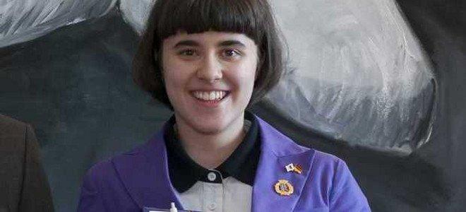 15χρονη ακραία φαν της Μέρκελ: Εχει το ίδιο κούρεμα, φορά τα ίδια σακάκια και αλληλογραφεί με την καγκελάριο [εικόνες]