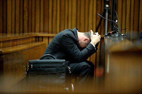 Εμετό στο δικαστήριο έκανε ο Πιστόριους ακούγοντας στοιχεία της νεκροψίας