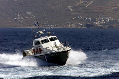 Ολοκληρώθηκε η ανέλκυση σκάφους που βυθίστηκε στα Χανιά