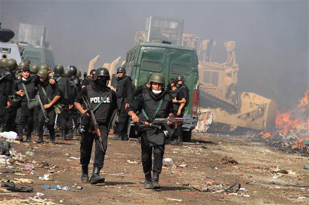 Επίθεση μασκοφόρων εναντίον λεωφορείου του στρατού στο Κάιρο