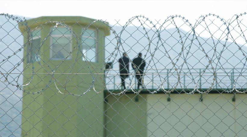 Δεκαετία στη φυλακή χωρίς άδεια θα κλείνουν οι τρομοκράτες