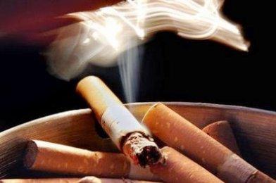 Διαμαρτυρία για τα σβηστά τσιγάρα