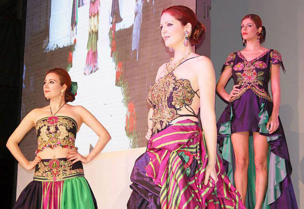 Η πανέμορφη Μυτιληνιά που ξετρέλανε Τουρκάλα σχεδιάστρια -Συμμετείχε σε επίδειξη μόδας [εικόνες]