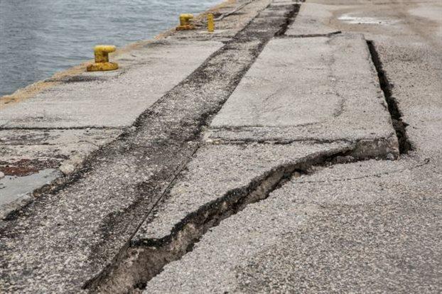 Ξεκινάει η αποκατάσταση των ζημιών στο λιμάνι Αργοστολίου