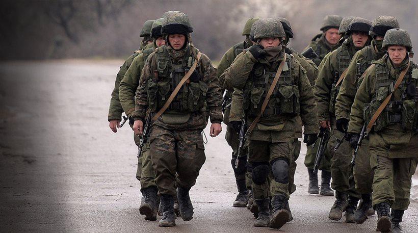 Αποσύρονται τα ουκρανικά στρατεύματα από την Κριμαία