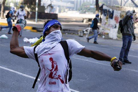 Συγκλονίζει τη Βενεζουέλα η εκτέλεση 28χρονης εγκύου στα οδοφράγματα