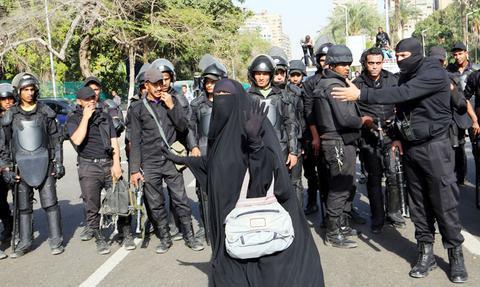 Σε δίκη παραπέμπονται 919 μέλη της Μουσουλμανικής Αδελφότητας