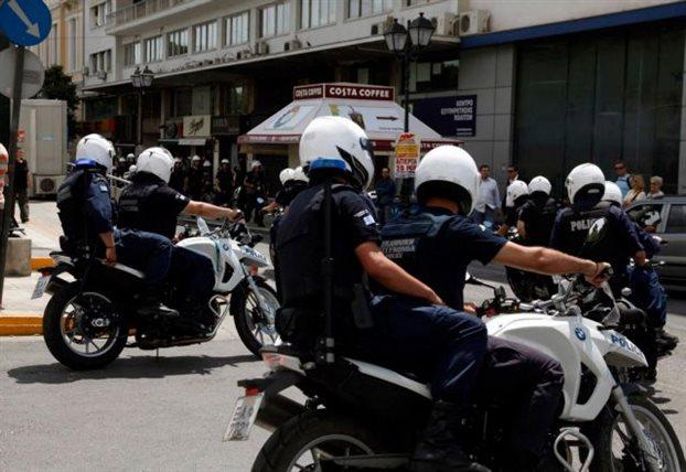 Αθώοι επτά αστυνομικοί για ξυλοδαρμό και κλοπή χρημάτων από αλλοδαπούς