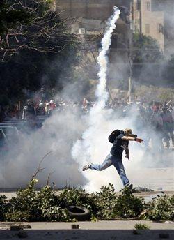 Τρεις νεκροί σε συγκρούσεις μεταξύ διαδηλωτών - αστυνομίας στο Κάιρο