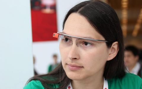 Facebook κατά Google για τα «έξυπνα γυαλιά»