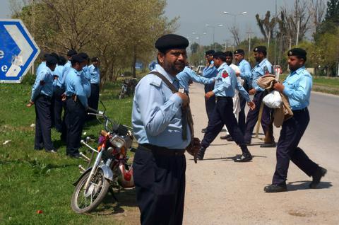 Πακιστάν: Αστυνομικός συνέλαβε βρέφος για...ανθρωποκτονία