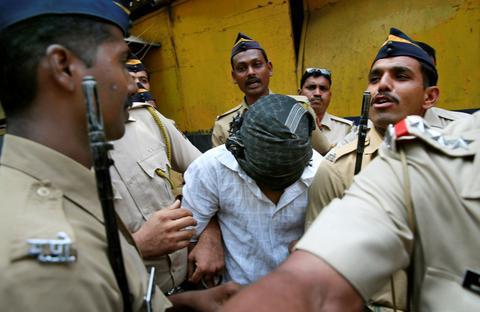 Ινδία: Καταδικάστηκαν σε θάνατο δια απαγχονισμού για ομαδικούς βιασμούς
