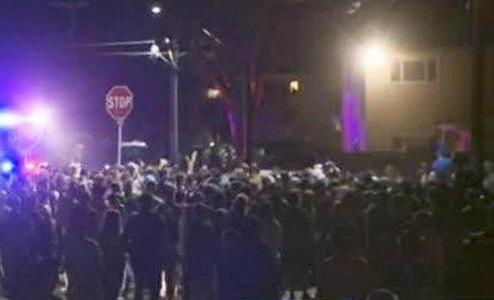 Φοιτητές τα έκαναν γυαλιά-καρφιά σε πάρτι στην Καλιφόρνια: 100 συλλήψεις, 44 στο νοσοκομείο [βίντεο]