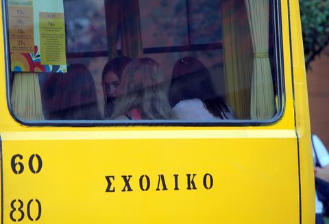 Οδηγός σχολικού λεωφορείου στα Καλάβρυτα έδωσε το τιμόνι σε 16χρονο