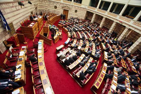 Αναστάτωση με τροπολογία για μεγάλες εταιρείες πετρελαιοειδών