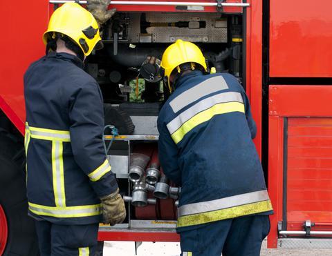 Κατασβέστηκε φωτιά σε εργοστάσιο στου Ρέντη