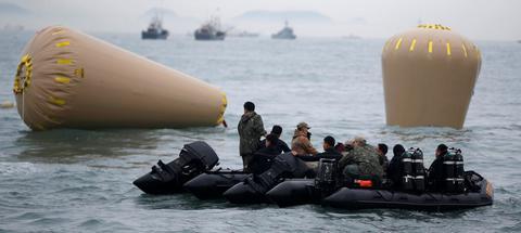 Eνταλμα σύλληψης για τον καπετάνιο του μοιραίου πλοίου στη Ν. Κορέα