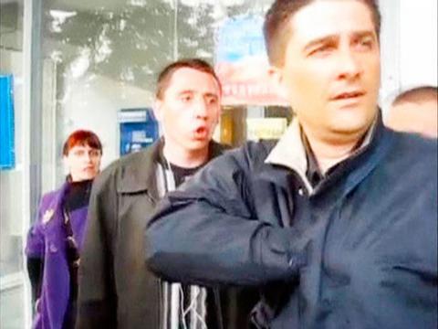 Επίθεση από εξαγριωμένο πλήθος φιλορώσων δέχτηκε ο Ουκρανός πολιτικός
