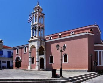Αδειασαν εκκλησία από τα τάματα πιστών