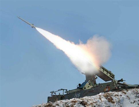 Βορειοκορεατικές ασκήσεις με αληθινά πυρά κοντά σε διαφιλονικούμενη περιοχή