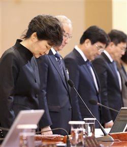 Συγγνώμη ζητά η πρόεδρος της Νοτίου Κορέας για τη διαχείριση του ναυαγίου